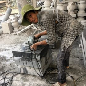 Niềm vui của những người thợ làm ra các sản phẩm đá kê cột đẹp