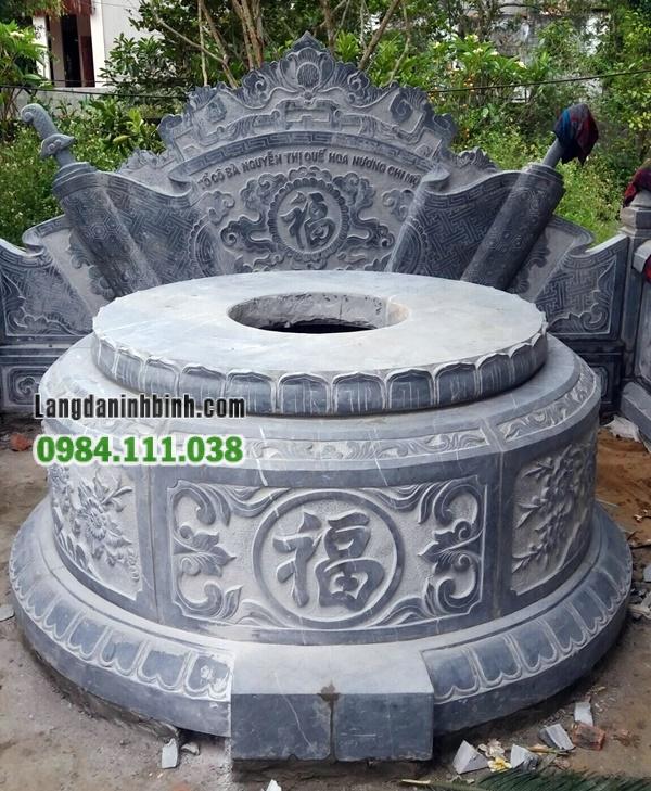Mẫu mộ tròn trong khu lăng mộ dòng họ