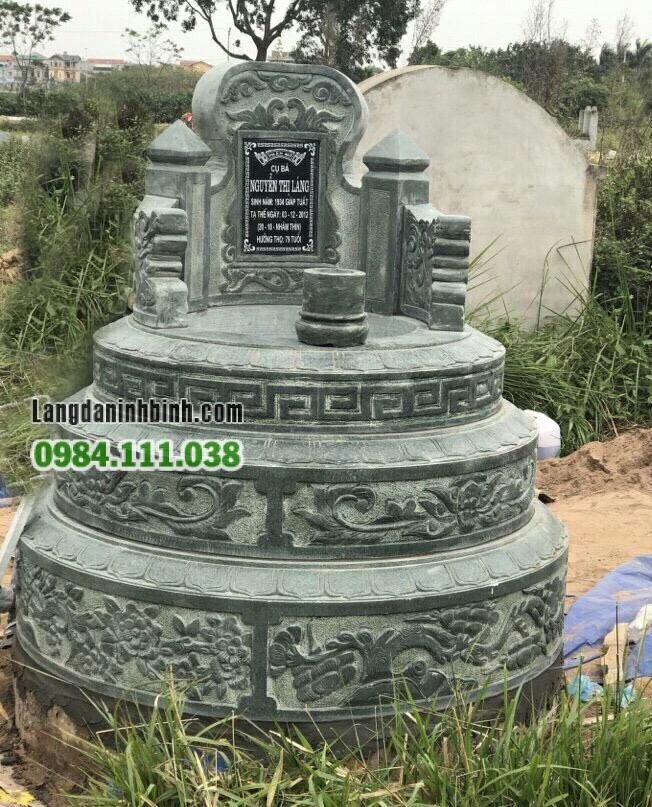 mộ tròn bằng đá xanh rêu